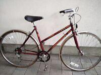 Vintage Ladies Peugeot town bike. 50cm S/M size Lightweight frame,Mudguards,5 gears, Excellent cond.
