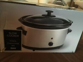 Slow cooker new and boxed