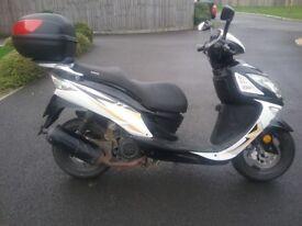 Sinnis Shuttle 125cc scooter