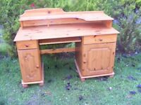 CAN DELIVER - PINE COMPUTER DESK IN VERY GOOD CONDITION