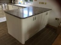 Lovely alabaster Wren fitted kitchen
