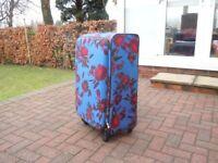 TRIPP 4 wheel lightweight suitcase