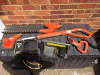 Flymo sabre cut cordless hedge trimmer cutter and leaf blower with battery