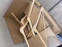 Box of wooden hangers (125)