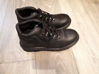 New Safety Boots Arco size 9