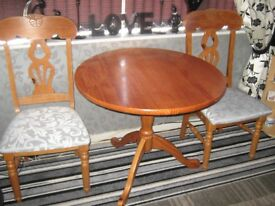 pine table n chairs