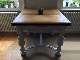 Extendable Dining Table Beautifully finished and maintained