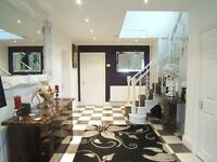 Furnished double bedroom with en suite shower room in a luxurious house in Stanwell, Staines