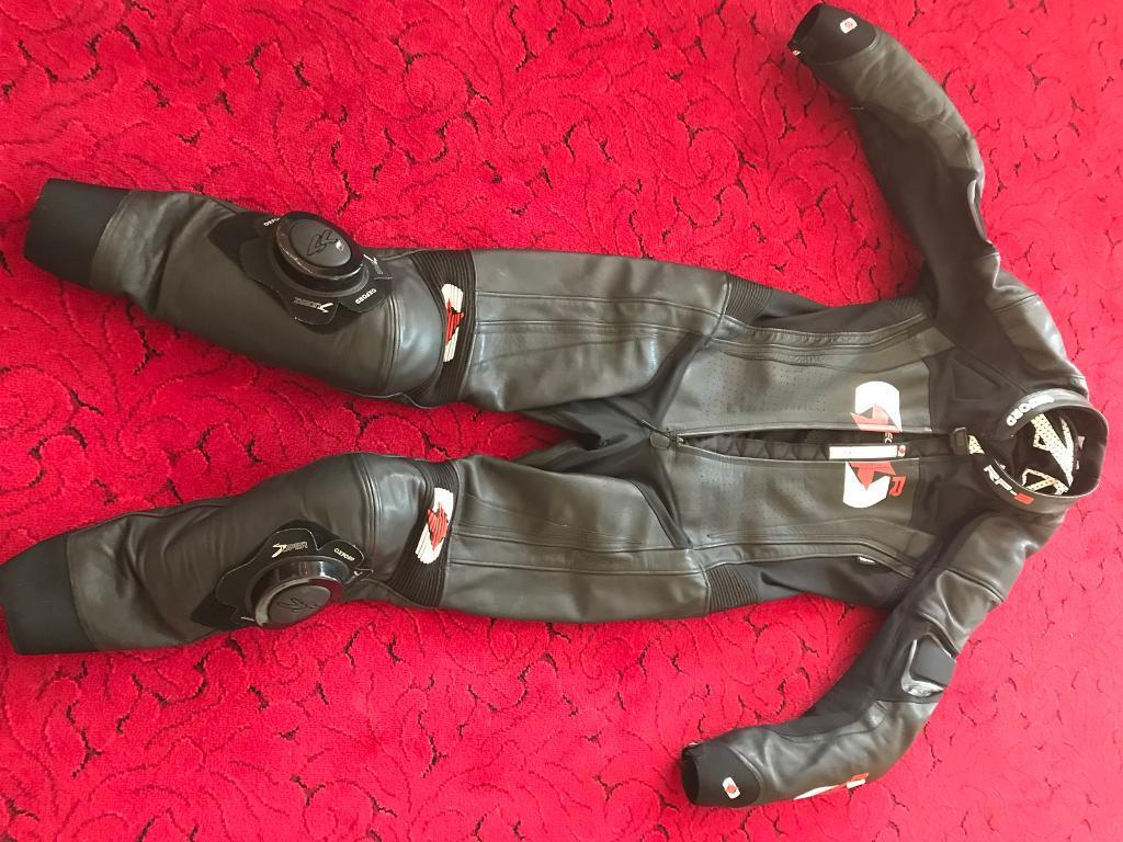 """Oxford One Suit Leathers 40"""""""