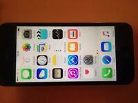 iphone 5c, 8 gb, white, on EE & Virgin,very good working & cosmetic, accessories,
