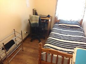 Single room ground floor to rent £400 inc of all bills in Palmers Green area