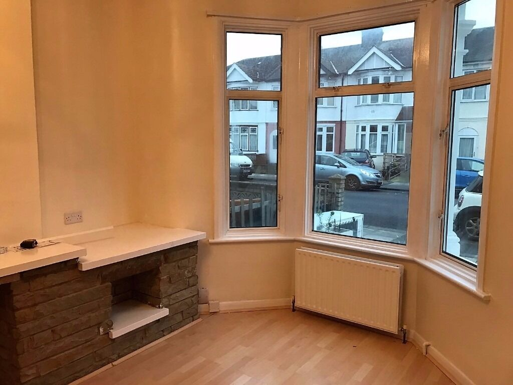 3 BED HOUSE TO RENT IN ILFORD! NEWLY REFURBISHED. £1700. MUST SEE !!!!