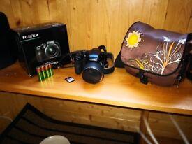 Fujifilm FinePix S8200 Digital Camera - Black (16.2 MP, 40x Optical Zoom) 3.0 inch LCD