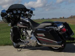2006 harley-davidson FLHTCUSE4 CVO Ultra Classic Electra Glide   London Ontario image 7