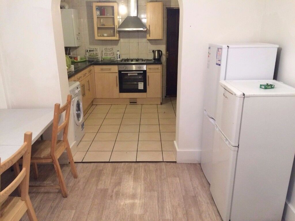 Comfortable shared room for 2 in Woolwich obly £80 pw