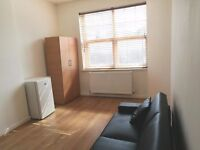 10 MINUTES FROM CLAPHAM NORTH TUBE - STUDIO FLAT 2 OR 3 PEOPLE AVAILABLE NOW - ALL BILLS INCLUSIVE !