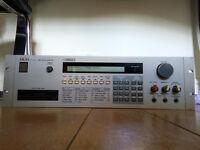 Akai S950 12bit Classic crunchy sound / vintage lo-fi sampler / analog filters