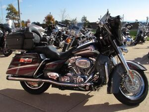 2006 harley-davidson FLHTCUSE4 CVO Ultra Classic Electra Glide   London Ontario image 2