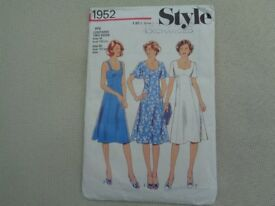 Vintage 1970's sewing pattern. STYLE 1952. DRESS. Size 18 and 20 Bust 102 and 107 cms