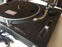 Technics sl-1210 mk2 turnateble in good condition no issues