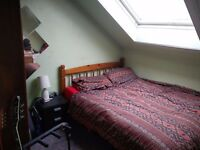 I single bedroom available in 5 bedroom flat, Easter road, 1 min from london road.