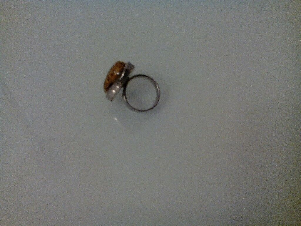 Ladies Amber / Silver Ring. Small size. Ex. condition.