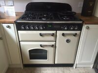 Rangemaster Classic in CREAM, with gas. Very good condition, only 4 years old. (900mm wide)