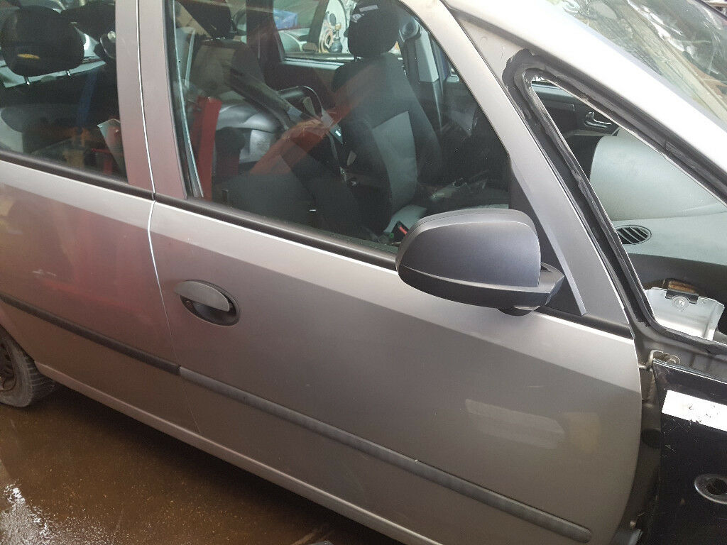 VAUXHALL MERIVA DRIVERS FRONT DOOR IN SILVER