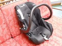 Safety1st Baby Car Seat, 0-12 months. Very good condition.