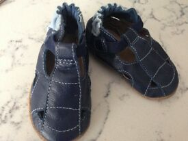 Robeez soft leather shoes 0-6 months BNWOT