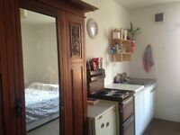 room / bedsit for short term let
