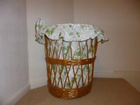 Wicker laundry basket with loose fabric lining