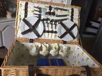 4-piece picnic basket set