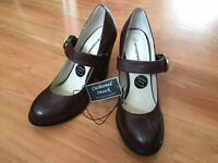 Brown heels with strap - size 7 BRAND NEW