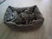 CRUSHED VELVET LARGE DOG BED