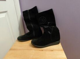 Black suede boot shoes Junior Uk size 3