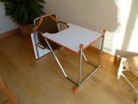 HIGHCHAIR - DUAL POSITION - Coverts to a chair and play table