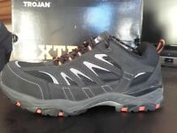 SUPER TROJAN Safety Trainers ---SIZE 12