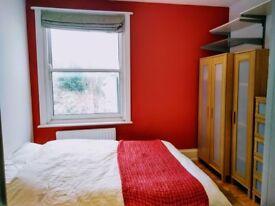 Double bedroom with own en-suite, in lovely spacious Maisonette, Preston Park.
