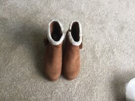 Girls New Look boots size 2 (junior)