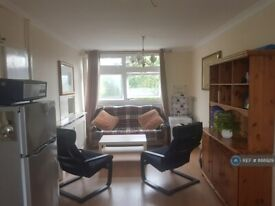 5 bedroom flat in Lorrimore Square, London, SE17 (5 bed) (#888929)