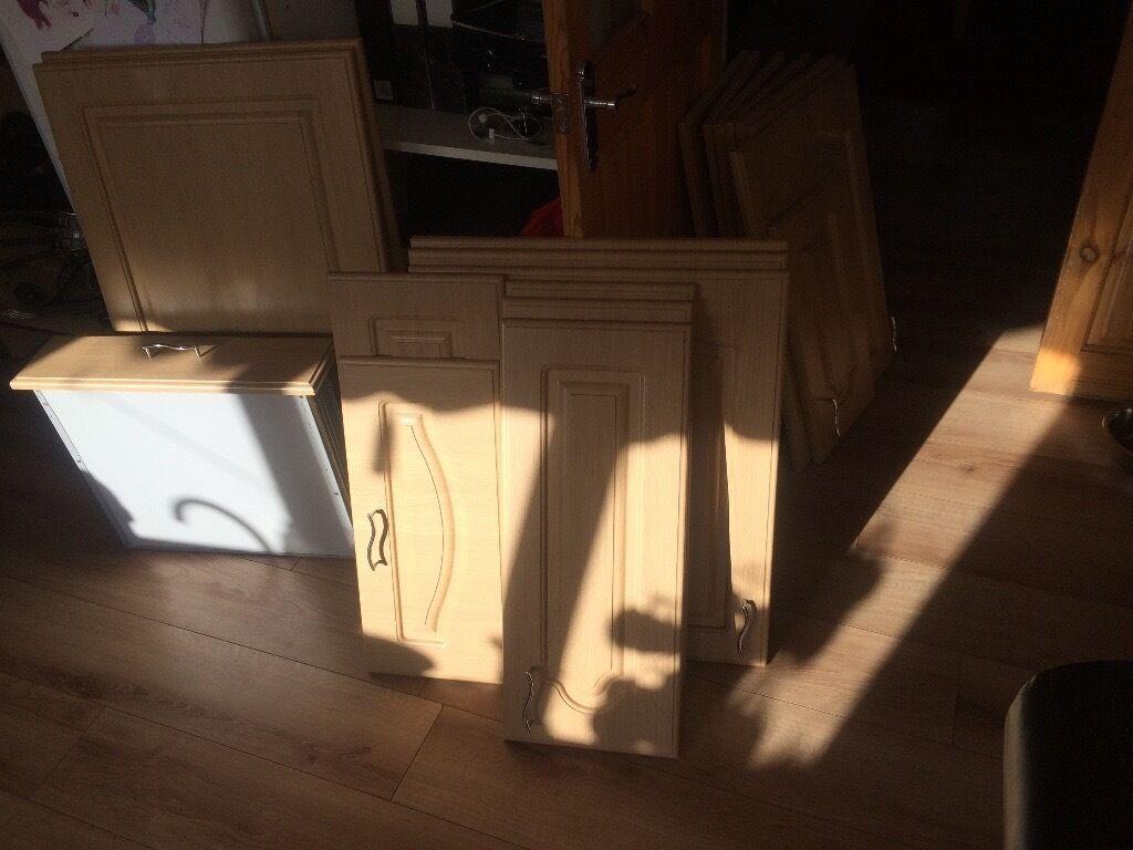 19 B&Q Chilton Traditional Oak Effect Kitchen Cabinet