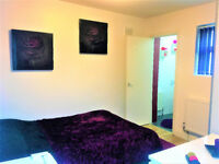 En-suite room in house share in West Ealing