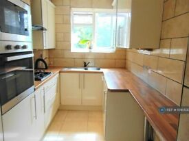 3 bedroom flat in Whites Square, London, SW4 (3 bed) (#1090530)