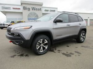 2016 Jeep Cherokee Trailhawk 4x4 leather/ safety tec / technolog