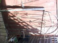 Black Wrought Iron Metal Gate with Metal Post