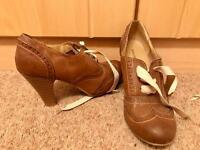 Tan brown heel shoes