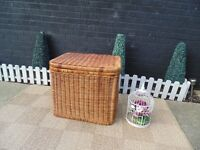 EXTRA LARGE AND VERY DEEP WICKER STORAGE BOX ABSOLUTELY BEAUTIFUL VERY SOLID