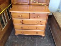 SMALL SOLID PINE CHEST OF DRAWS IN GOOD USED CONDITION ,FREE LOCAL DELIVERY 07486933766