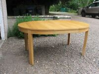 Dining room extendable table. Ikea.Bjursta,oak veneer.